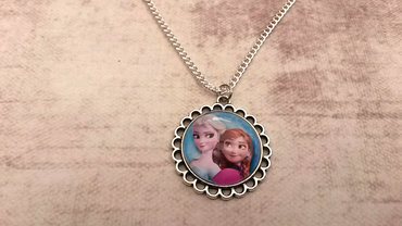 Handgemaakte kindermedaillon met de zusjes Frozen
